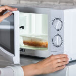 How to Cook Using a Microwave Oven